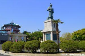 Amiral Yi Sun-sin statue