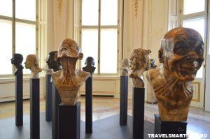 """12 """"chipuri"""" sculptate de Franz Xaver"""