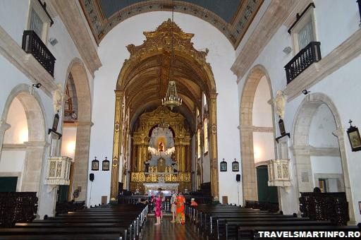 Interiorul bisericii Carmo