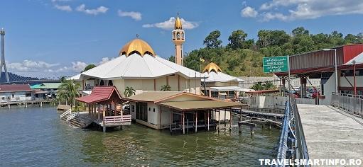 Kampong Ayer – satul plutitor. Moscheea din sat.