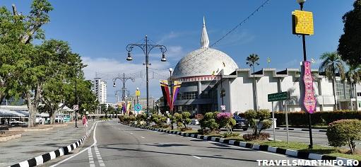 Muzeul Royal Regalia Brunei. Vedere exterioara ziua.