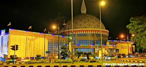 Muzeul Royal Regalia Brunei. Vedere exterioara noaptea.