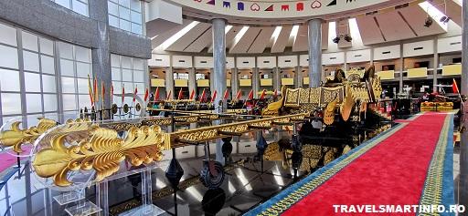 Muzeul Royal Regalia Brunei. Sareta din aur.