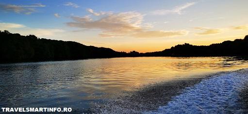 Brunei - croaziera. Intoarcere la apus.