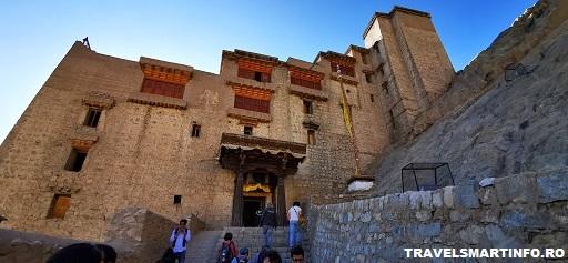 Leh Palace - vedere de pe drumul de acces