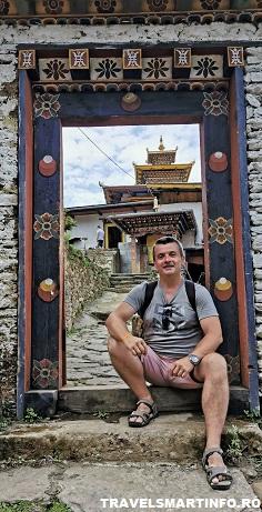 Templul Zangdok Pelri. Poarta de intrare.