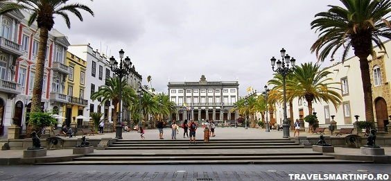 Plaza Santa Ana - vedere dinspre Catedrala