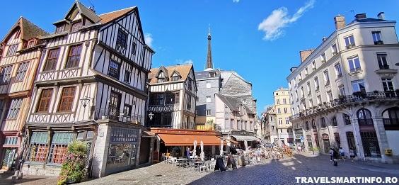 Piata din fata catedralei Saint Maclou