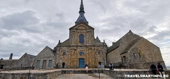 Mont Saint Michel Abbey - vedere din fata catedralei