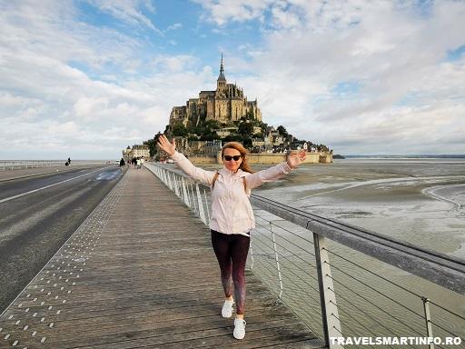 Mont Saint Michel vazut de pe puntea de acces